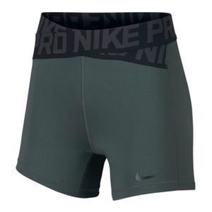 "COMING SOON Nike Women's 5"" Intertwist Shorts"